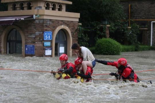 Lũ lụt Trung Quốc: Hàng chục người chết, thiệt hại 3,87 tỉ USD - Ảnh 6.
