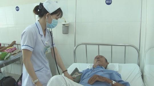 Tìm người thân của cụ ông 92 tuổi bị té bất tỉnh - Ảnh 2.