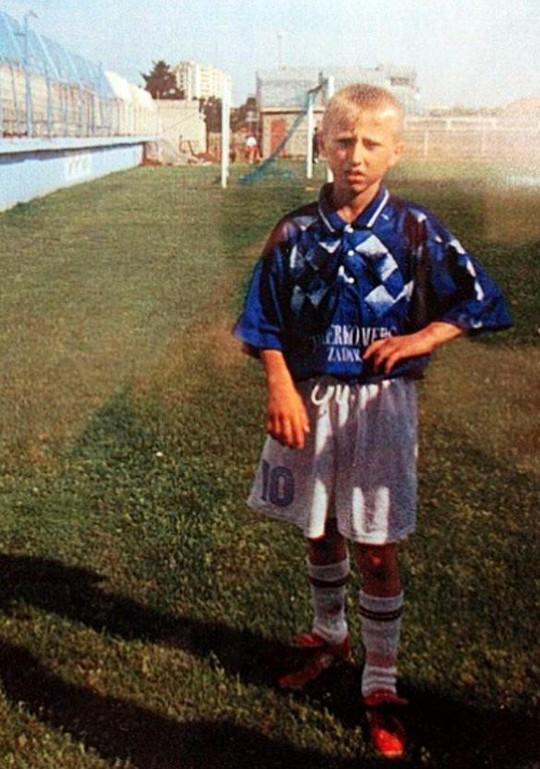 Ngắm ảnh thơ ấu dễ thương của các sao World Cup - Ảnh 5.