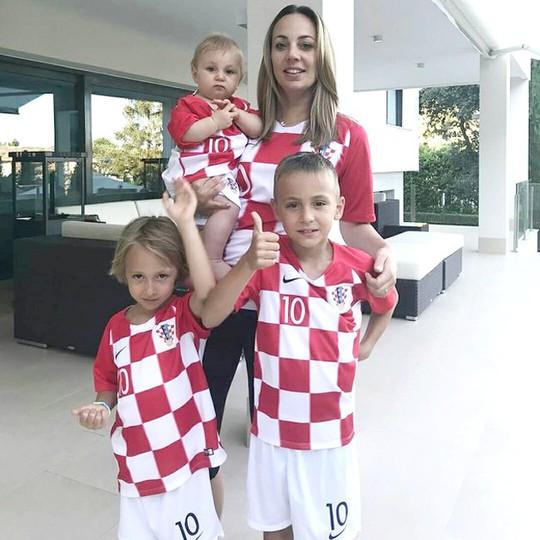 Những hậu phương xinh đẹp của các ngôi sao Croatia - ảnh 5