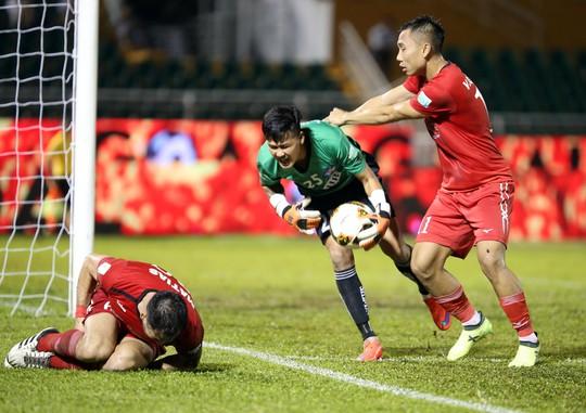 BHL SHB Đà Nẵng vào sân phản ứng trọng tài - Ảnh 3.