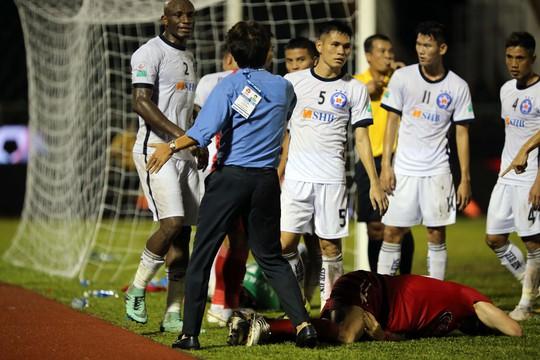 BHL SHB Đà Nẵng vào sân phản ứng trọng tài - Ảnh 4.
