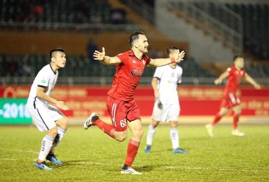 BHL SHB Đà Nẵng vào sân phản ứng trọng tài - Ảnh 9.