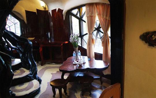 Ngôi nhà ma quái ở Đà Lạt hút khách gần 30 năm - Ảnh 10.