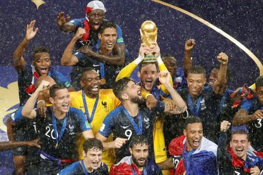 Dân Pháp ăn mừng sáng đêm vì ngôi vương World Cup - Ảnh 14.