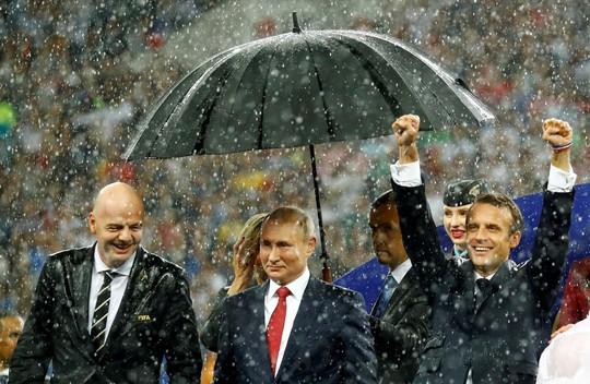 Xúc động cảnh Tổng thống Pháp an ủi 2 con Modric - Ảnh 4.