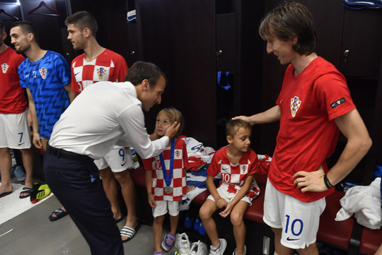Xúc động cảnh Tổng thống Pháp an ủi 2 con Modric  - Ảnh 3.