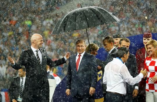 Nữ tổng thống Croatia đốn tim hàng triệu fan trên thế giới - Ảnh 4.