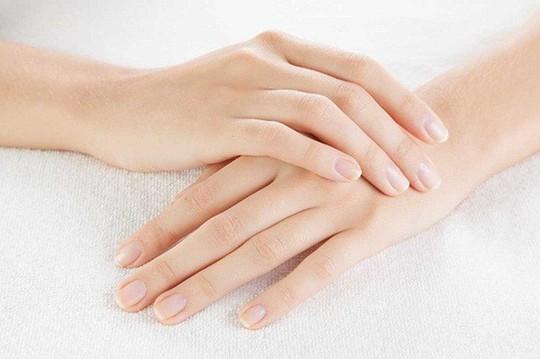 Nhìn móng tay, biết ngay bạn mắc bệnh gì - Ảnh 2.