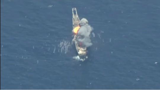 Mỹ và đồng minh nã tên lửa đánh chìm tàu đổ bộ trước mũi Trung Quốc