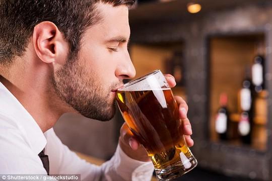 Uống bia vừa phải thực sự thúc đẩy bản lĩnh đàn ông - Ảnh 1.