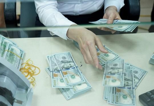Giá USD tự do lập đỉnh mới, cán mốc 23.350 đồng/USD - Ảnh 1.