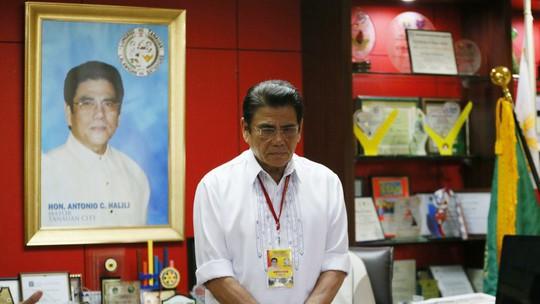 Kẻ bắn chết thị trưởng Philippines không phải người thường - Ảnh 1.