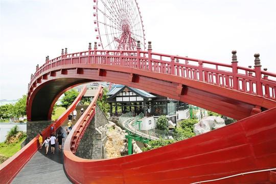 Bắc có cầu Koi, Trung có cầu Vàng, cầu nào đẹp hơn? - Ảnh 2.
