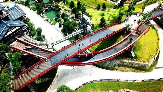 Bắc có cầu Koi, Trung có cầu Vàng, cầu nào đẹp hơn? - Ảnh 4.