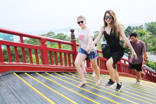 Bắc có cầu Koi, Trung có cầu Vàng, cầu nào đẹp hơn? - Ảnh 6.