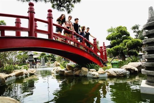 Bắc có cầu Koi, Trung có cầu Vàng, cầu nào đẹp hơn? - Ảnh 7.