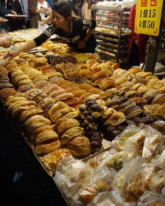 Những khu chợ đồ ăn đêm nức tiếng ở Đài Loan - Ảnh 8.