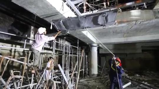 Đà Nẵng: Rơi xuống tầng hầm công trình, nam công nhân nguy kịch - Ảnh 1.