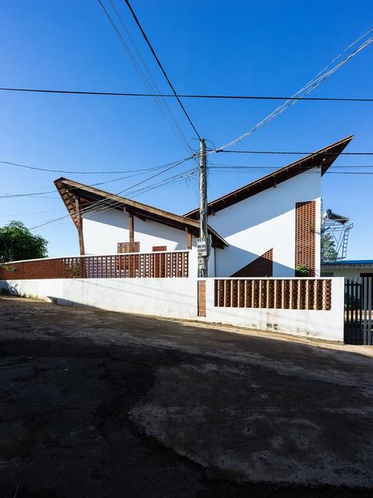 Ngôi nhà mái ngói cấp 4 đẹp như resort khiến nhiều người ước mơ - Ảnh 3.