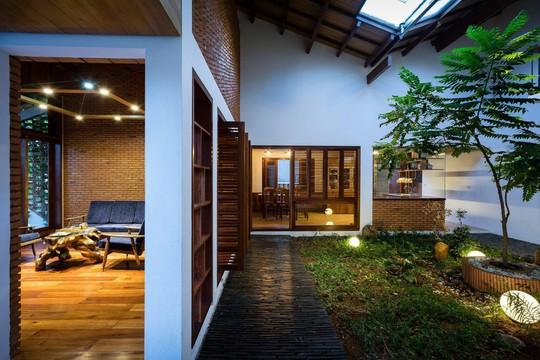 Ngôi nhà mái ngói cấp 4 đẹp như resort khiến nhiều người ước mơ - Ảnh 4.