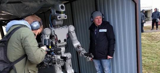 Robot FEDOR Ảnh: TWITTER