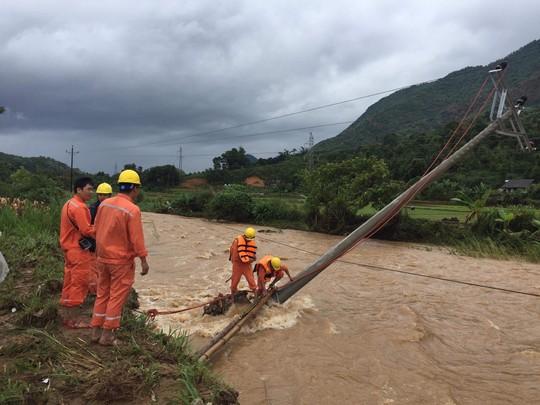 Cam kết cấp điện trở lại sớm nhất cho khách hàng sau mưa bão