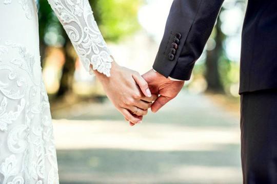 Trào nước mắt khi nhận quà cưới từ người vợ quá cố - Ảnh 1.