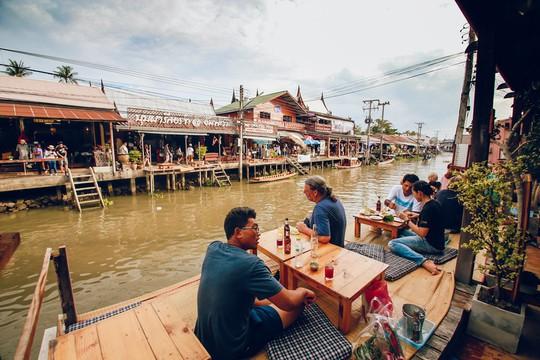 Trải nghiệm những kiểu ăn uống mới lạ ở Thái Lan - Ảnh 3.