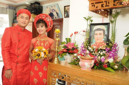 Đám cưới đầy nước mắt của con trai cố NSƯT Thanh Sang - Ảnh 1.