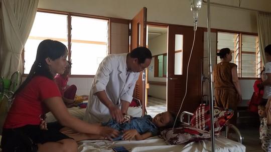 Phẫu thuật thành công trẻ 6 tuổi bị sỏi mật kích cỡ lớn hiếm gặp - Ảnh 1.