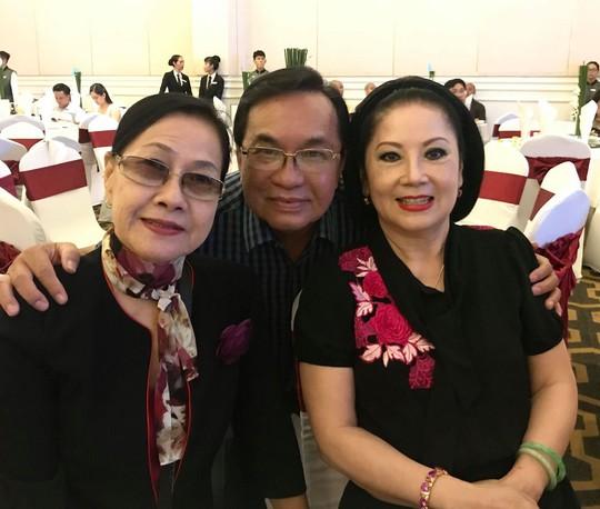 Đám cưới đầy nước mắt của con trai cố NSƯT Thanh Sang - Ảnh 5.