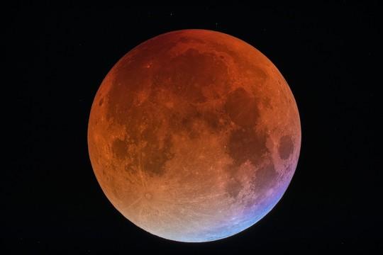 Sao Hỏa tỏa sáng cùng với trăng máu dài nhất thế kỷ - Ảnh 2.