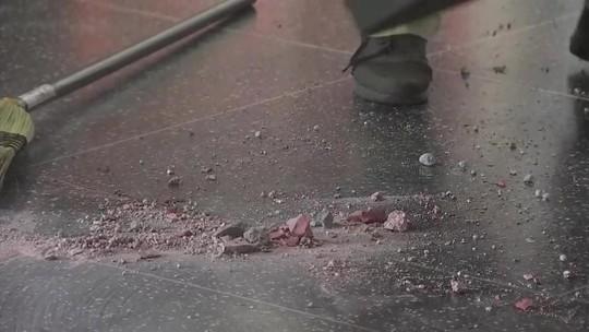 Ngôi sao của Tổng thống Donald Trump trên Đại lộ danh vọng bị đập nát - Ảnh 1.