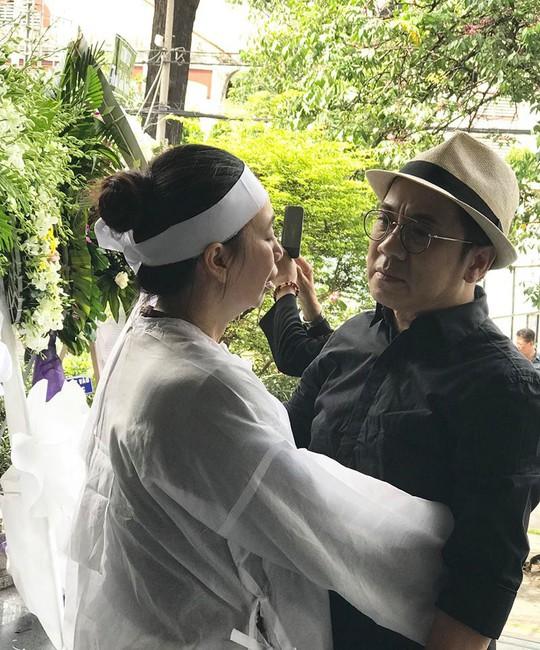 NSƯT Thành Lộc rơi nước mắt tiễn biệt NSƯT Thanh Hoàng - Ảnh 2.