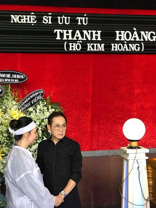 NSƯT Thành Lộc rơi nước mắt tiễn biệt NSƯT Thanh Hoàng - Ảnh 4.