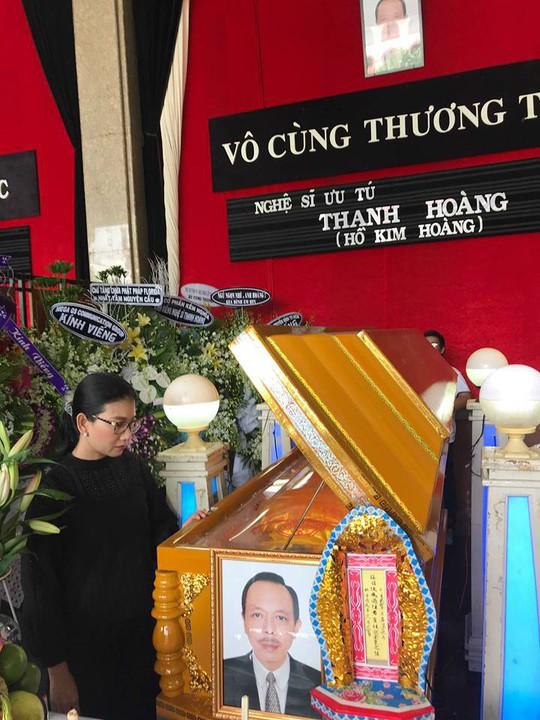 NSƯT Thành Lộc rơi nước mắt tiễn biệt NSƯT Thanh Hoàng - Ảnh 5.