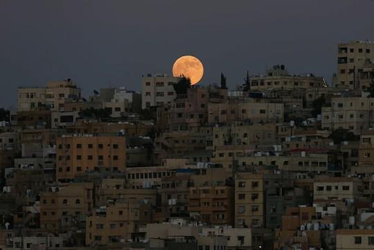Cận cảnh trăng máu kỳ ảo - nguyệt thực dài nhất thế kỷ - Ảnh 3.