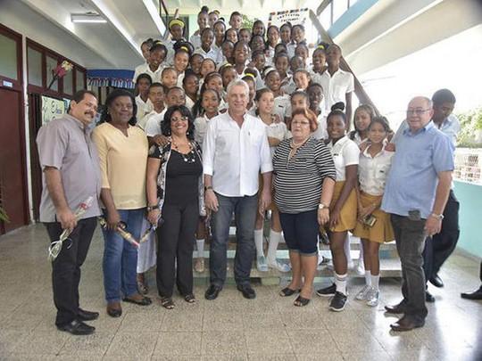 Phong cách mới của tân Chủ tịch Cuba - Ảnh 2.