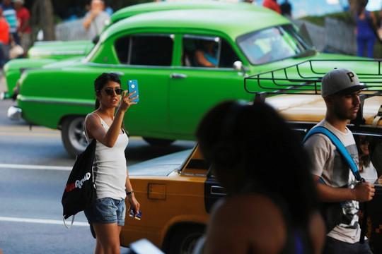 Phong cách mới của tân Chủ tịch Cuba - Ảnh 4.