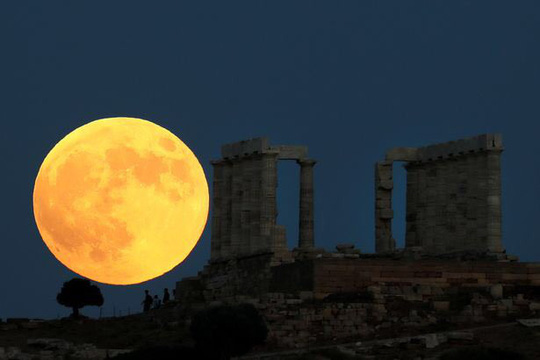 Cận cảnh trăng máu kỳ ảo - nguyệt thực dài nhất thế kỷ - Ảnh 8.