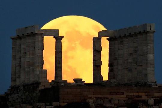 Cận cảnh trăng máu kỳ ảo - nguyệt thực dài nhất thế kỷ - Ảnh 7.