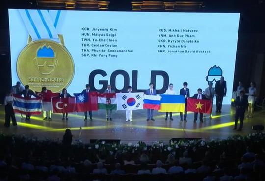Cả 4 học sinh Việt Nam đều giành huy chương Olympic hoá học quốc tế - Ảnh 1.