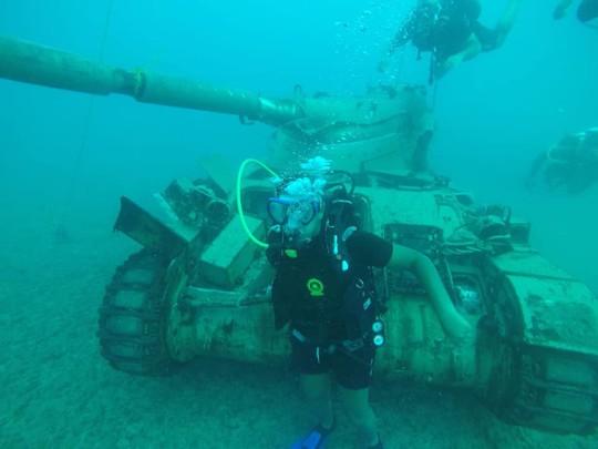 Lebanon dìm 10 xe tăng xuống biển, chĩa nòng súng về phía Israel - Ảnh 3.