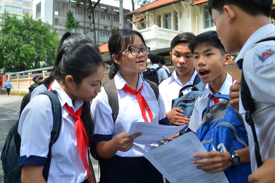 Gần 20.000 học sinh rớt lớp 10 công lập tại TP HCM sẽ đi đâu? - Ảnh 1.