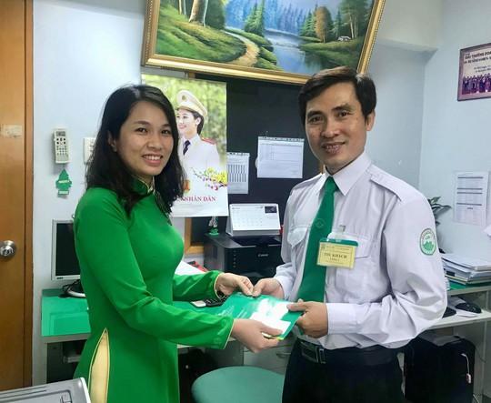 Mai Linh tìm chủ nhân để quên tiền rất nhiều trên taxi - Ảnh 2.