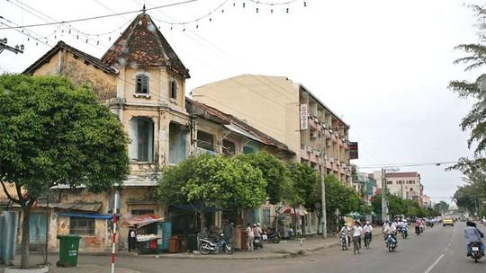 Đại gia Phan Thiết mua cả con phố xây lãnh địa riêng - Ảnh 4.