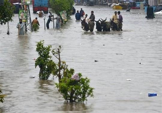 Pakistan: Mưa lớn nhất trong 38 năm, 2 hố tử thần khổng lồ há mồm - Ảnh 6.