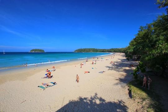 Vì sao đảo Phuket thu hút du khách quốc tế? - Ảnh 1.