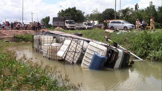 Vụ tai nạn 3 người chết ở Bình Dương: Vì xe ba gác lấn trái - Ảnh 4.